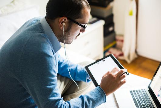 Mit Content Marketing in Form von Blogs und Social-Media-Posts schaffen Unternehmen Beziehung zu ihren Kunden